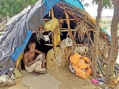 काशी अपनी पत्नी और बाकी के परिवार के साथ झोंपड़ी में रह रहे हैं