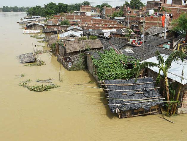 बाढ़ का कहर जारी