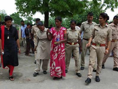 महिला को नारी निकेतन भेजेगी पुलिस