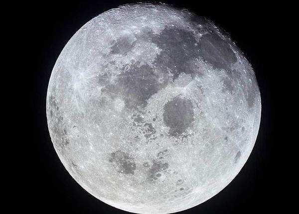 पूर्णमासी के चांद का फोटो