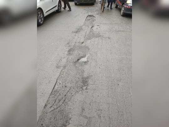 रस्त्यावरील खड्ड्याचा त्रास