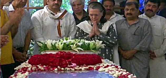 सोनिया गांधी ने शीला दीक्षित को दी श्रद्धांजलि