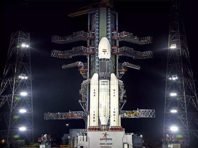 चंद्रयान 2: ऐतिहासिक मिशन लॉन्च के लिए इसरो तैयार, यहां देख सकेंगे लाइव