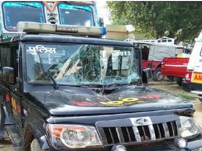 हादसे में तीन पुलिसकर्मी घायल