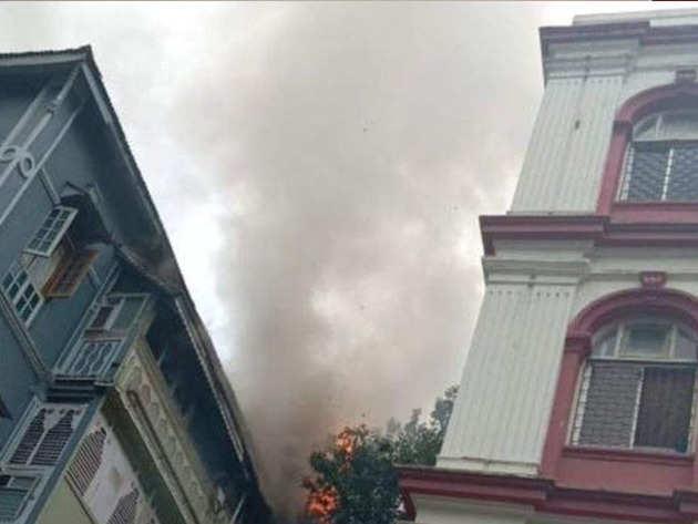 कोलाबा की इमारत में लगी आग