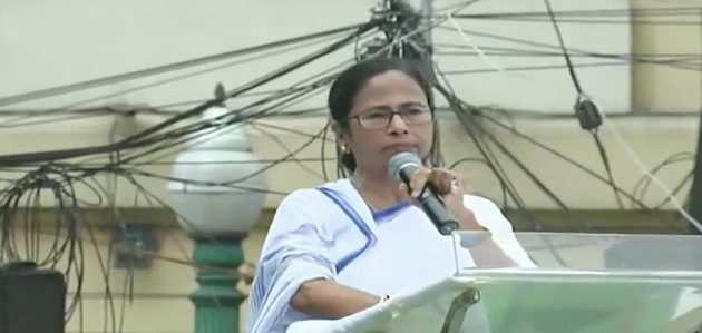 शहीद दिवस रैली में ममता ने फिर बैलट पेपर से चुनाव कराने की मांग की