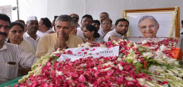दिल्ली: राजकीय सम्मान के साथ हुआ शीला दीक्षित का अंतिम संस्कार