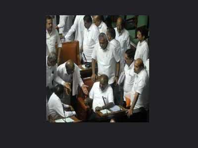 कर्नाटक संकट: आज हो सकता है फ्लोर टेस्ट, रणनीति बनाने में जुटीं पार्टियां