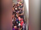 मुंबई: लोकल ट्रेन में महिलाएं खतरनाक परिस्थिति में महिलाएं करती हैं यात्रा