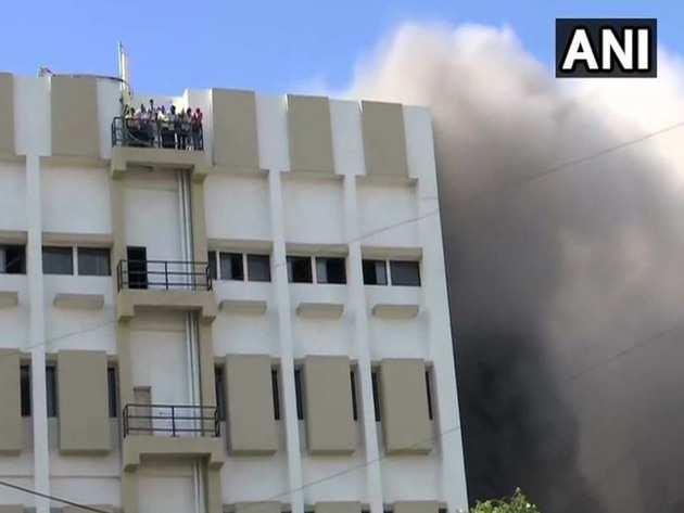 बिल्डिंग में लगी आग