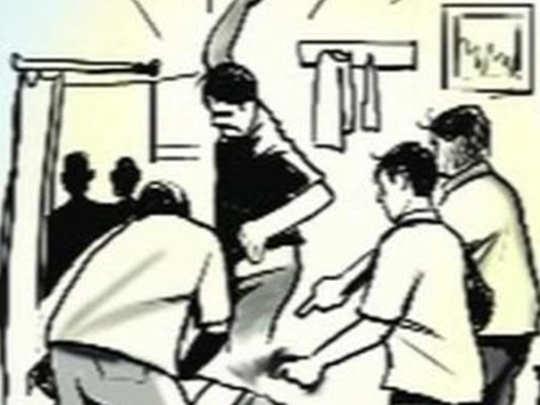 डीजेला मनाई; पोलिसांवर हल्ला