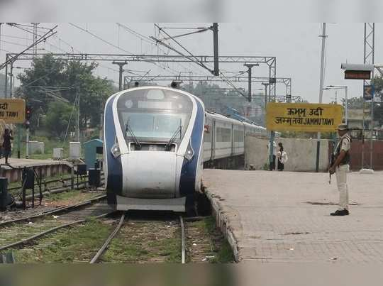 Train-trail-at-jmu-railway-station-03