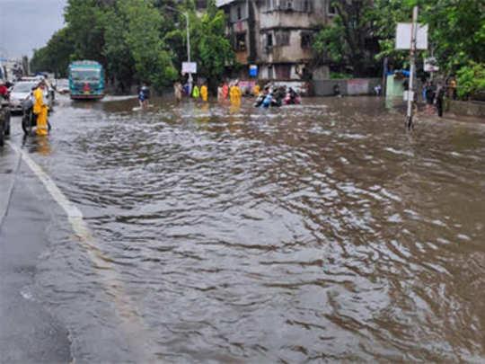 Mumbai rain live updates: मुंबईत पावसाचा जोर ओसरला