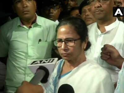 ममता बनर्जी ने हस्तियों का किया समर्थन