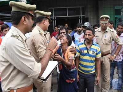 घटना के बाद मौके पर पहुंची पुलिस ने संभाली स्थिति