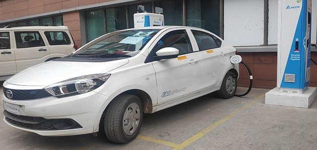 इलेक्ट्रिक वाहनों पर GST में कटौती, 12 फीसदी से घटकर 5% हुआ टैक्स