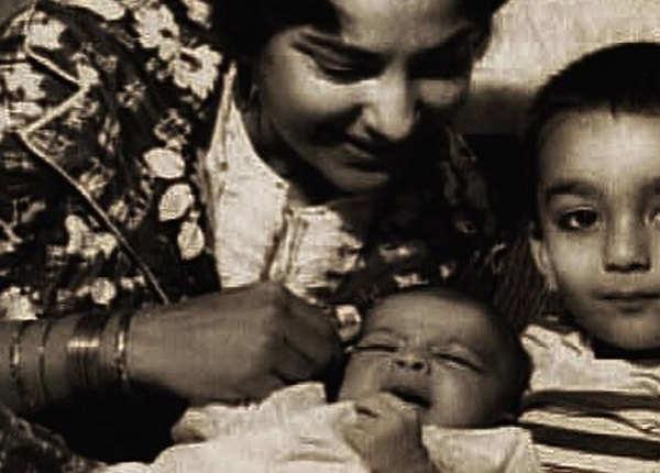 डेब्यू फिल्म के पहले मां का निधन