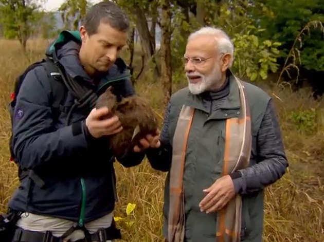 बेयर ग्रिल्स के साथ पीएम मोदी (विडियो से ली गई तस्वीर)