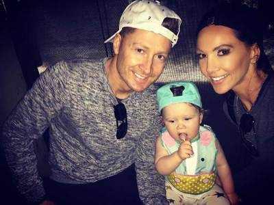 बेटी के साथ क्लार्क और उनकी वाइफ (तस्वीर- इंस्टाग्राम)