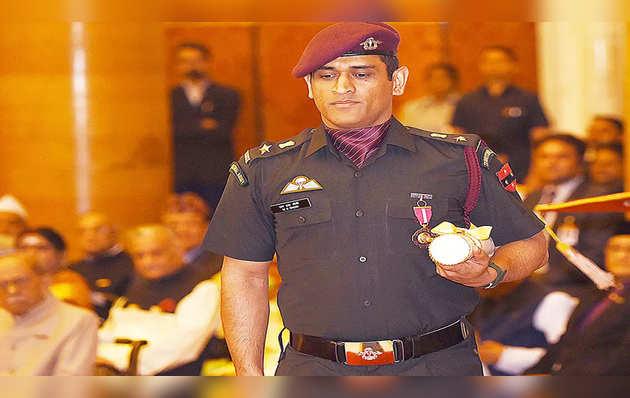 क्रिकेटर महेंद्र सिंह धोनी जम्मू-कश्मीर में अपनी बटालियन के साथ संभालेंगे डयूटी