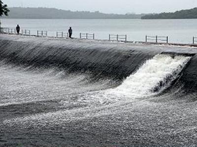 लगातार हुई बारिश से झीलों के स्तर में तेजी से वृद्धि हुई है