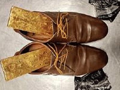 सोने के तले वाले जूते