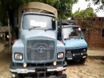 पीड़िता के गांव में खड़ी सीआरपीएफ की गाड़ियां