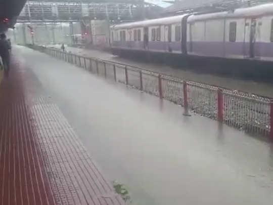 बदलापूरहून मुंबईच्या दिशेने येणारी लोकल सेवा ठप्प
