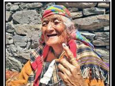 हिमाचल प्रदेश की सबसे बुजुर्ग मतदाता शाढ़ी (फाइल फोटो)