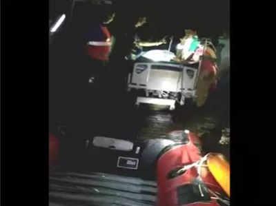 मुंबई बारिश: अस्पताल में बिजली नहीं, तीन मरीजों को नाव से किया गया रेस्क्यू