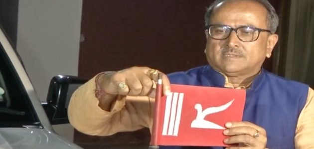 Former J&K Deputy CM removes J&K flag from his vehicle post Article 370 revoke
