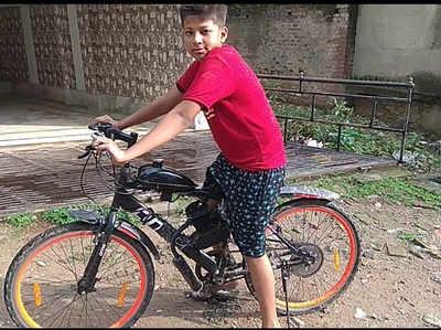 अपनी बाइक साइकल के साथ अर्श