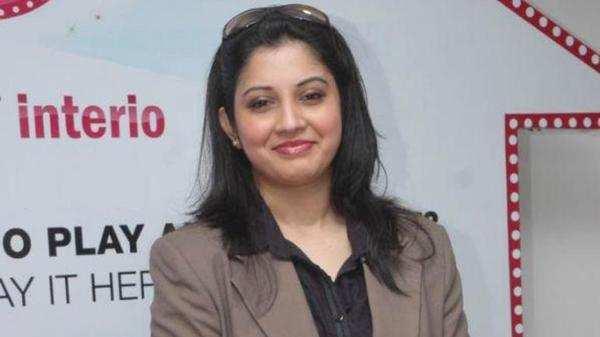 friends movie fame actress vijayalakshmi demand rajinikanth to meet him immediately for help