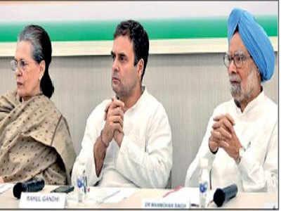 सोनिया गांधी, राहुल गांधी, मनमोहन सिंह (फाइल फोटो)