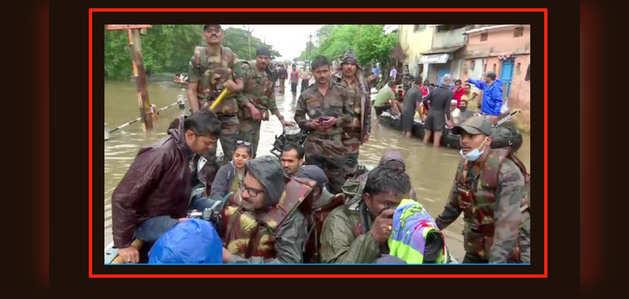 महाराष्ट्र, कर्नाटक, केरल और तमिलनाडु में बाढ़ में फंसे 15000 लोगों को बचाया गया
