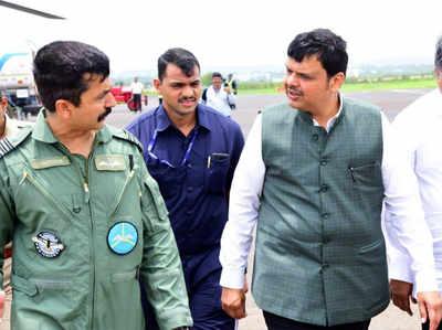 सीएम देवेंद्र फडणवीस ने बाढ़ प्रभावित सांगली और कोल्हापुर का दौरा किया
