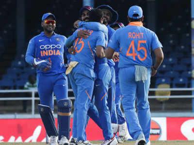 जीत का जश्न मनाते टीम इंडिया के खिलाड़ी