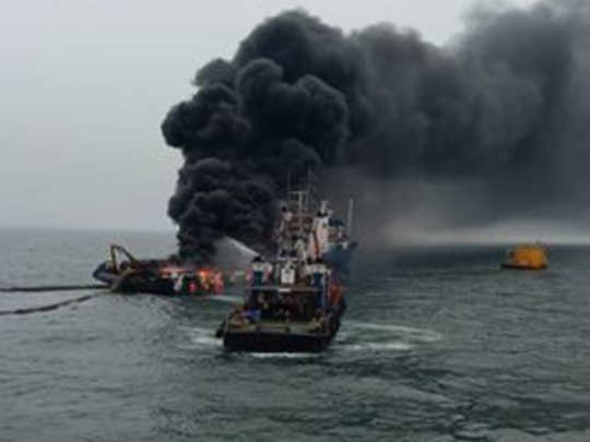 visakhapatnam-vessel-fire