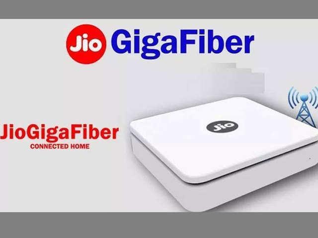 Reliance Jio GigaFiber की धमाकेदार एंट्री, जानें दूसरे ब्रॉडबैंड से कितना है अलग
