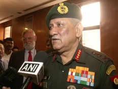 सेना प्रमुख जनरल रावत बोले- कश्मीर के लोगों से फिर बिना बंदूक के मिलेंगे