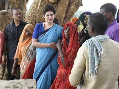 सोनभद्र के दौरे पर गई थीं प्रियंका गांधी