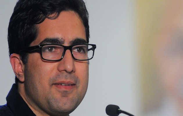 पूर्व IAS अधिकारी शाह फैसल को दिल्ली से कश्मीर वापस भेजा गया, PSA के तहत हिरासत में लिए गए