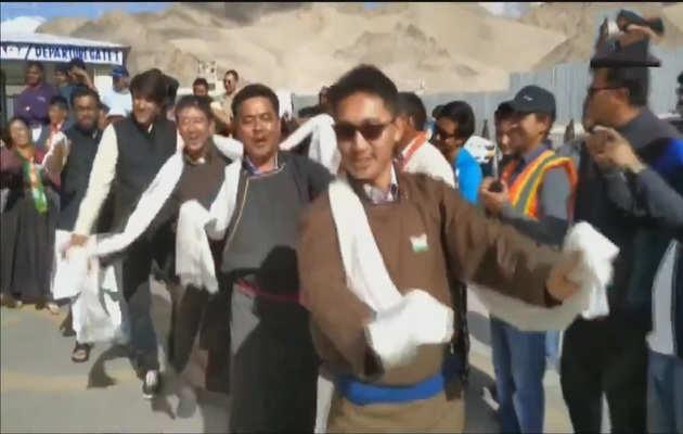 देखें, लद्दाख के बीजेपी सांसद जामयांग सेरिंग ने स्वतंत्रता दिवस के अवसर पर किया डांस