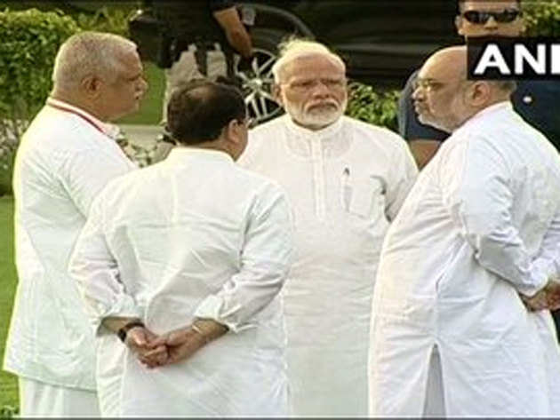 PM ने सदैव अटल पहुंचकर वाजपेयी को दी श्रद्धांजलि