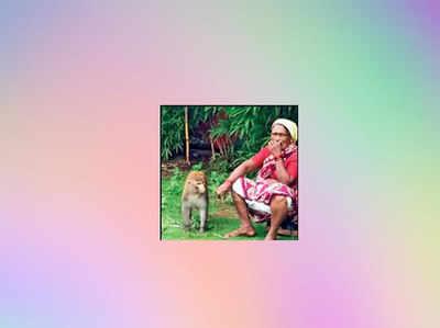बंदर के साथ वर्ली निवासी सुमन कांबले