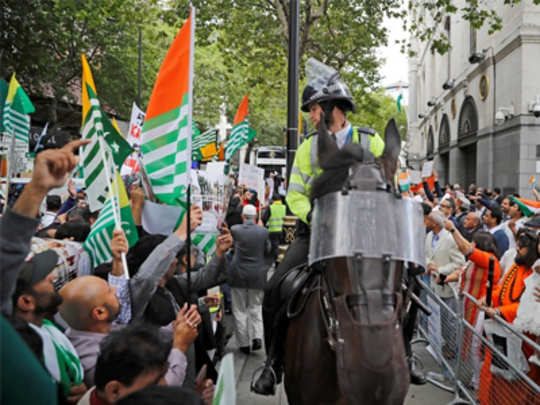 agitators-attaked-in-london