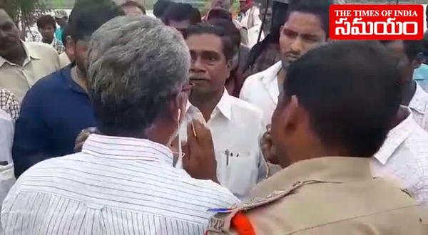 chevitikallu villagers argument with mla jagan mohan rao