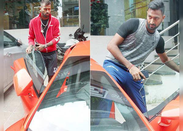 धोनी, कोहली, पंड्या... स्टार क्रिकेटर्स की नई कारें