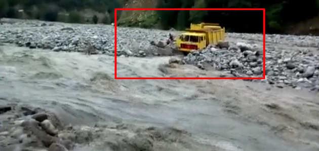 कुल्लू: ब्यास नदी में फंसे लोगों को कड़ी मशक्कत के बाद किया गया रेस्क्यू