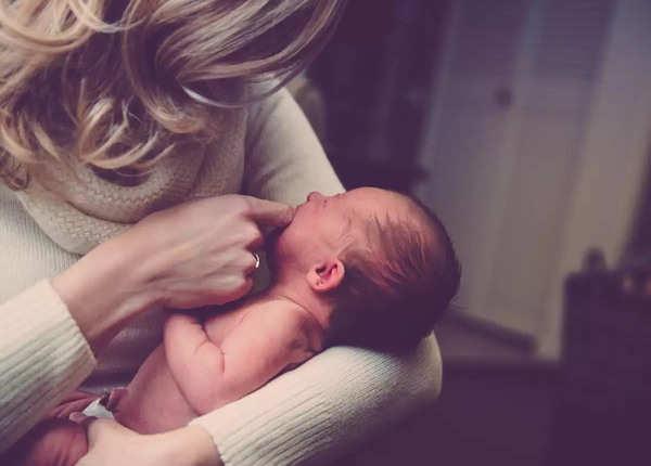 स्तनपान कराने वाली मांओं के लिए फायदेमंद